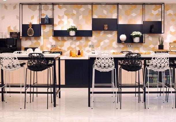 Foyer High Table