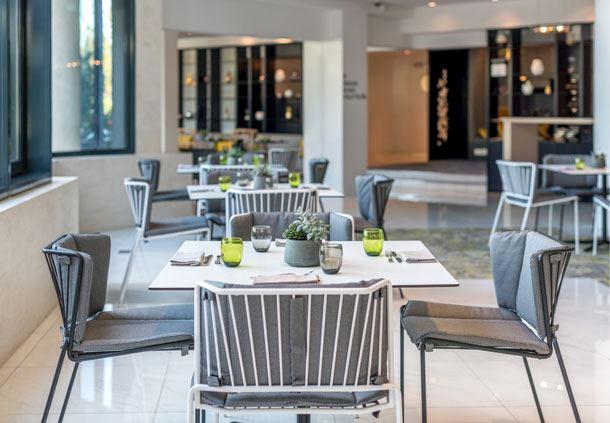 Kitchen & Bar - Bistro-style Seating