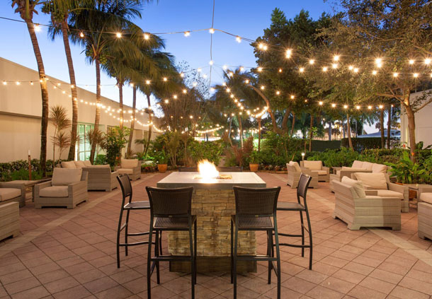 Courtyard - Outdoor Seating