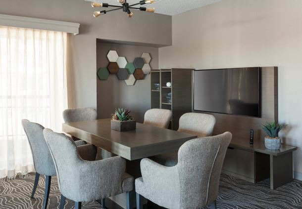 Executive Suite - Dining Area