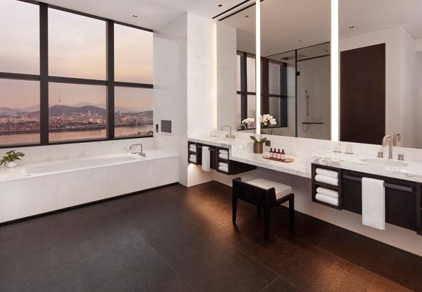Ambassador Penthouse Suite - Bathroom