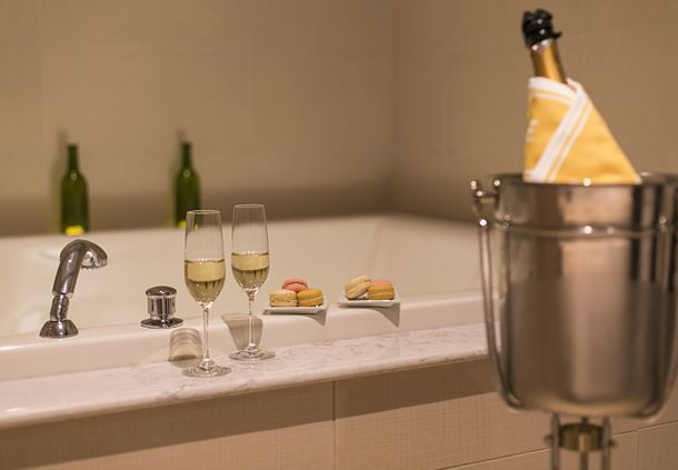 Couples Champagne Tub
