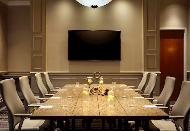 Sergio - Boardroom Setup