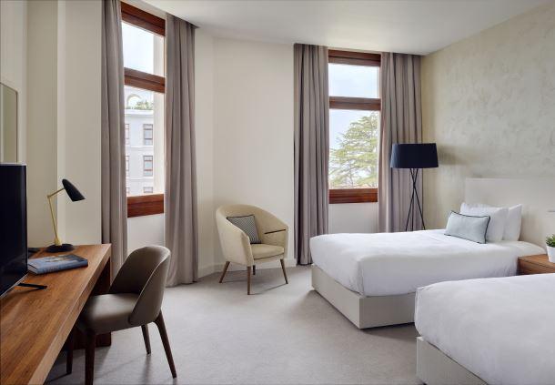 Hotel Deluxe Twin Room