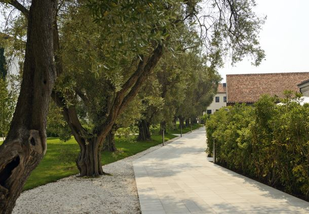 La Residenza path