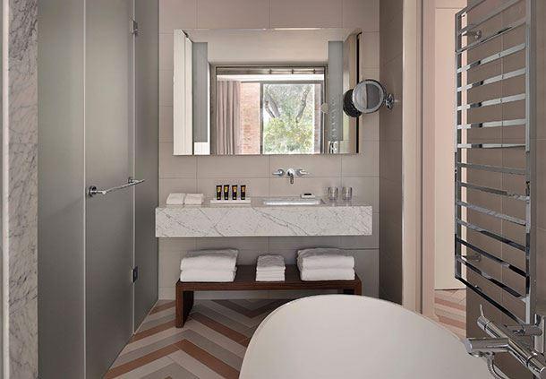 La Residenza Deluxe Guest Bathroom