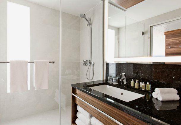 Superior Deluxe/Executive Guest Bathroom