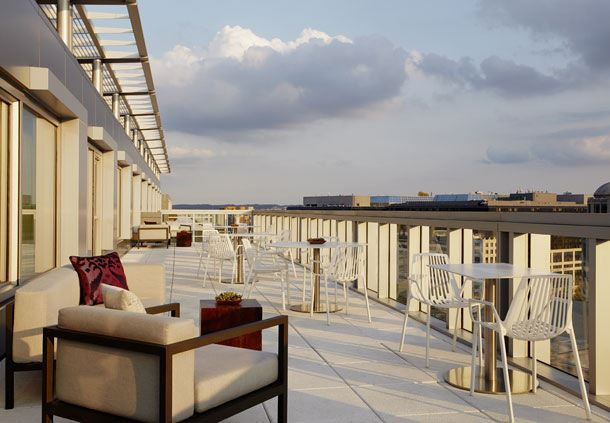 M Club Lounge - Outdoor Terrace