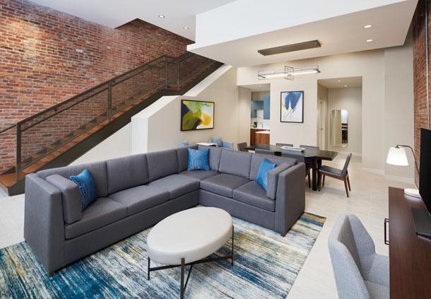 Bi-level suite