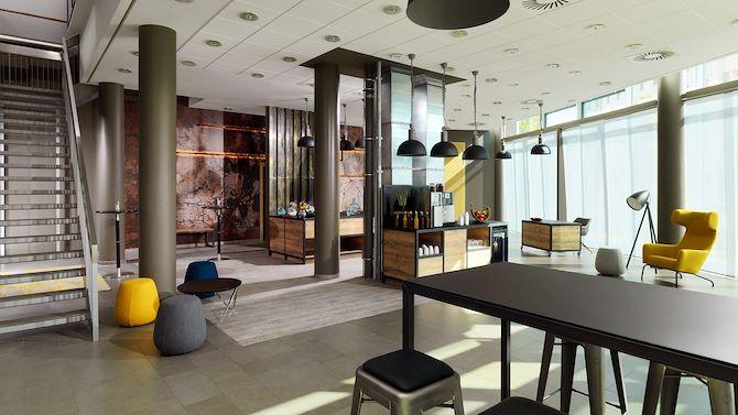 BERMT_Foyer_home0