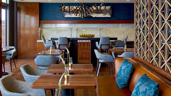 Club Lounge 13