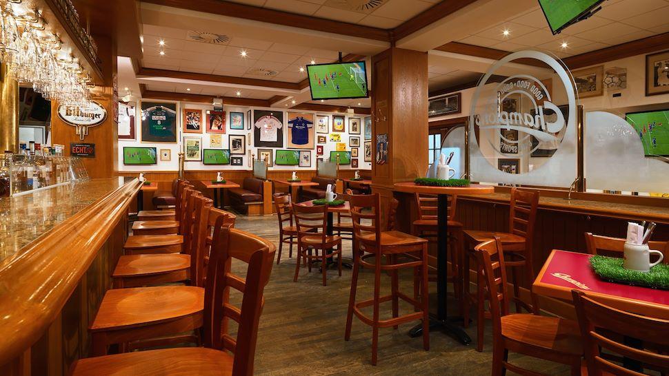 LEJDT-Dining-Bar