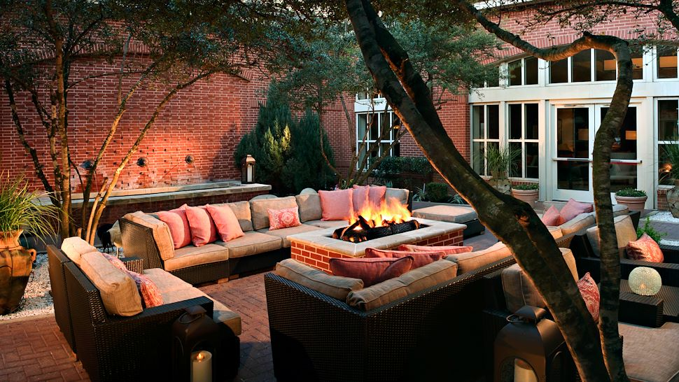 Outdoor Courtyard Patio