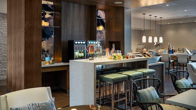 LAXIR M Club Bar