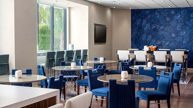 LAXIR seating M Club