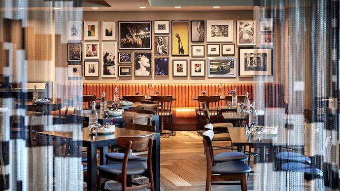 laxrr_hotelandparking_restaurant