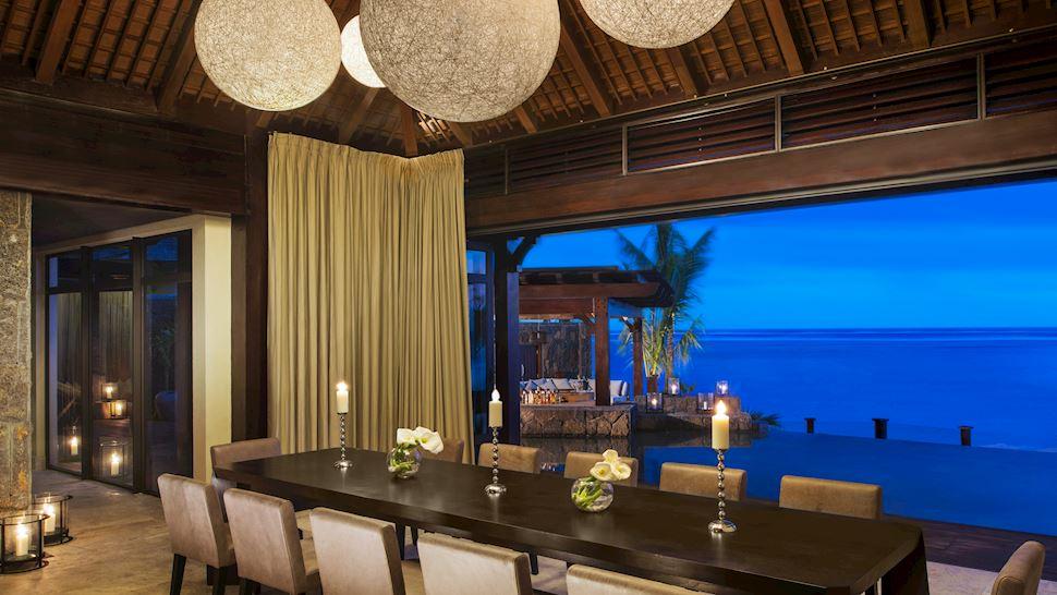 mruxr-villa-diningroom