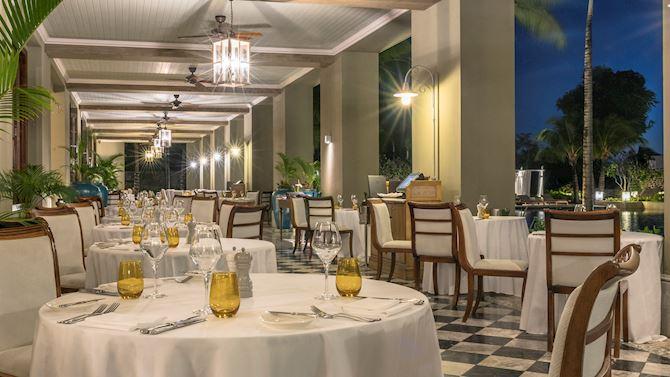 mruxr-diningroom
