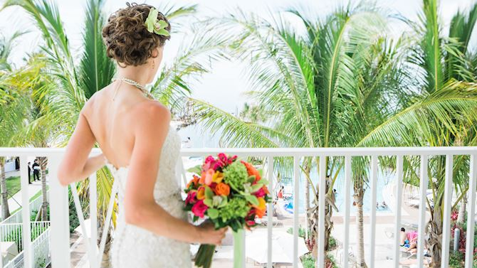 mthmc_FloridaKeysWedding_brideOnBalcony