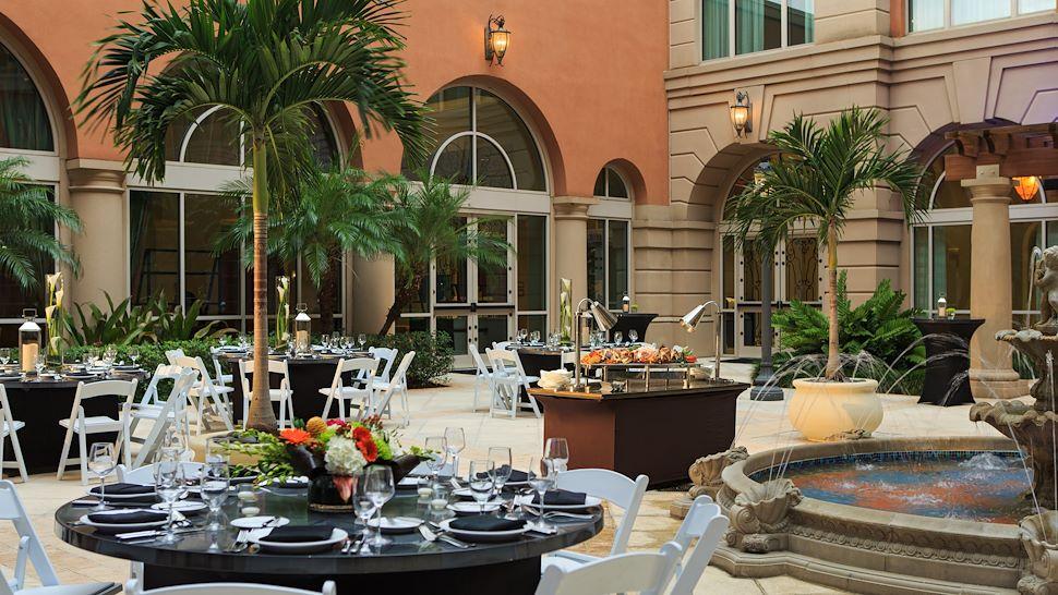 La Fuente Courtyard - Banquet Setup