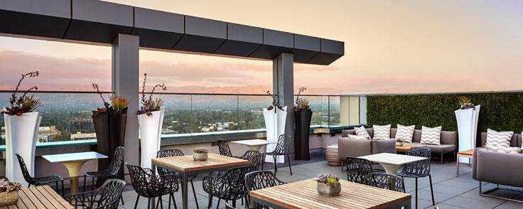 Concierge Lounge - Outdoor Patio
