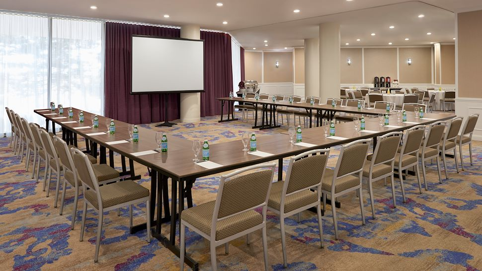 Plaza Room - U-Shape Setup